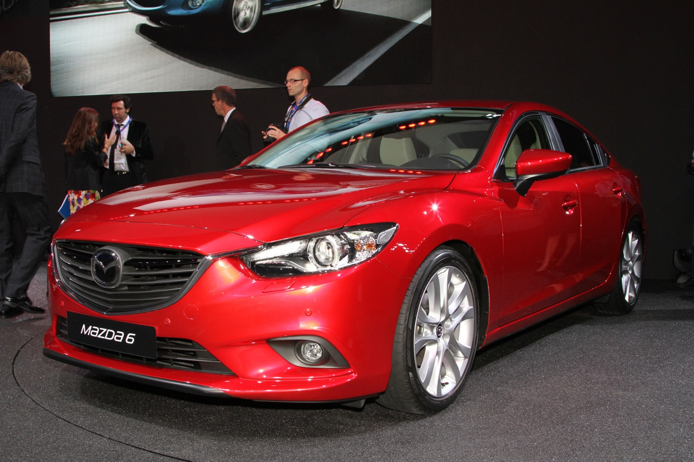 2014 Mazda 6 Front Three Quarter11