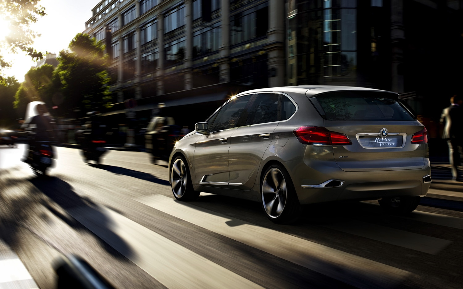 BMW Concept Active Tourer Rear View In Traffic11