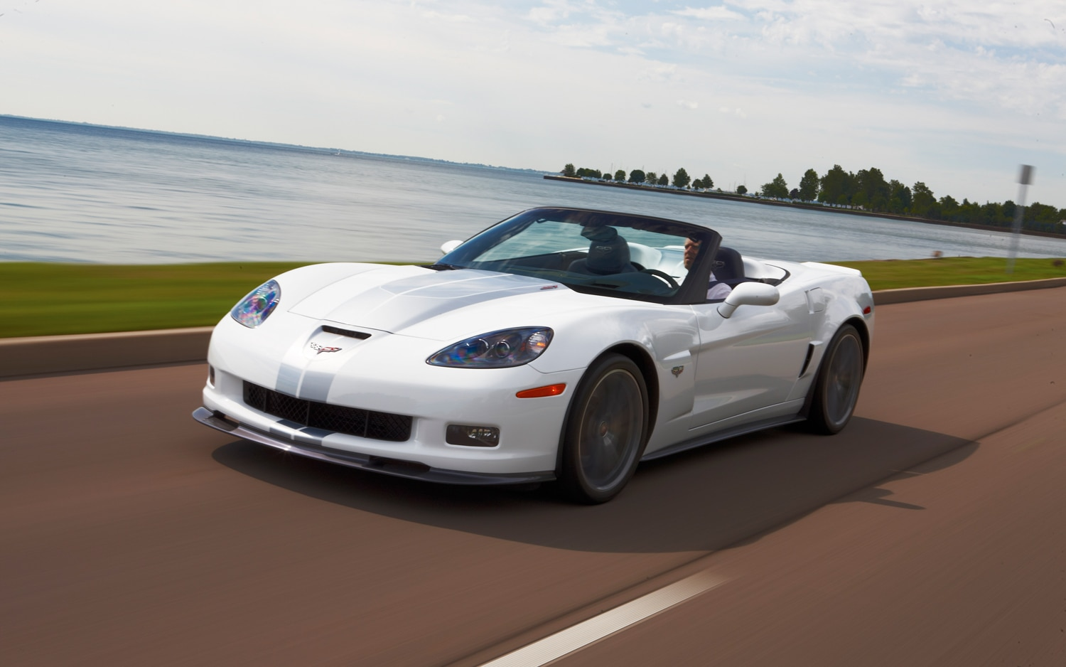 Chevrolet Corvette Front Left View1