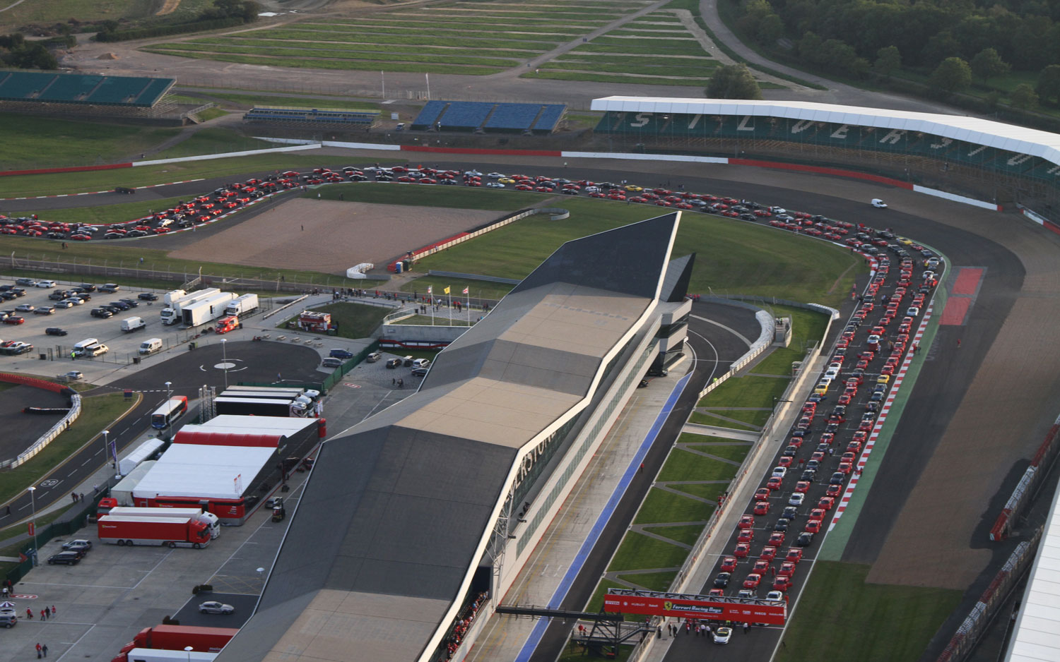 New World Record? 964 Ferraris Fill Silverstone Circuit for Biggest ...