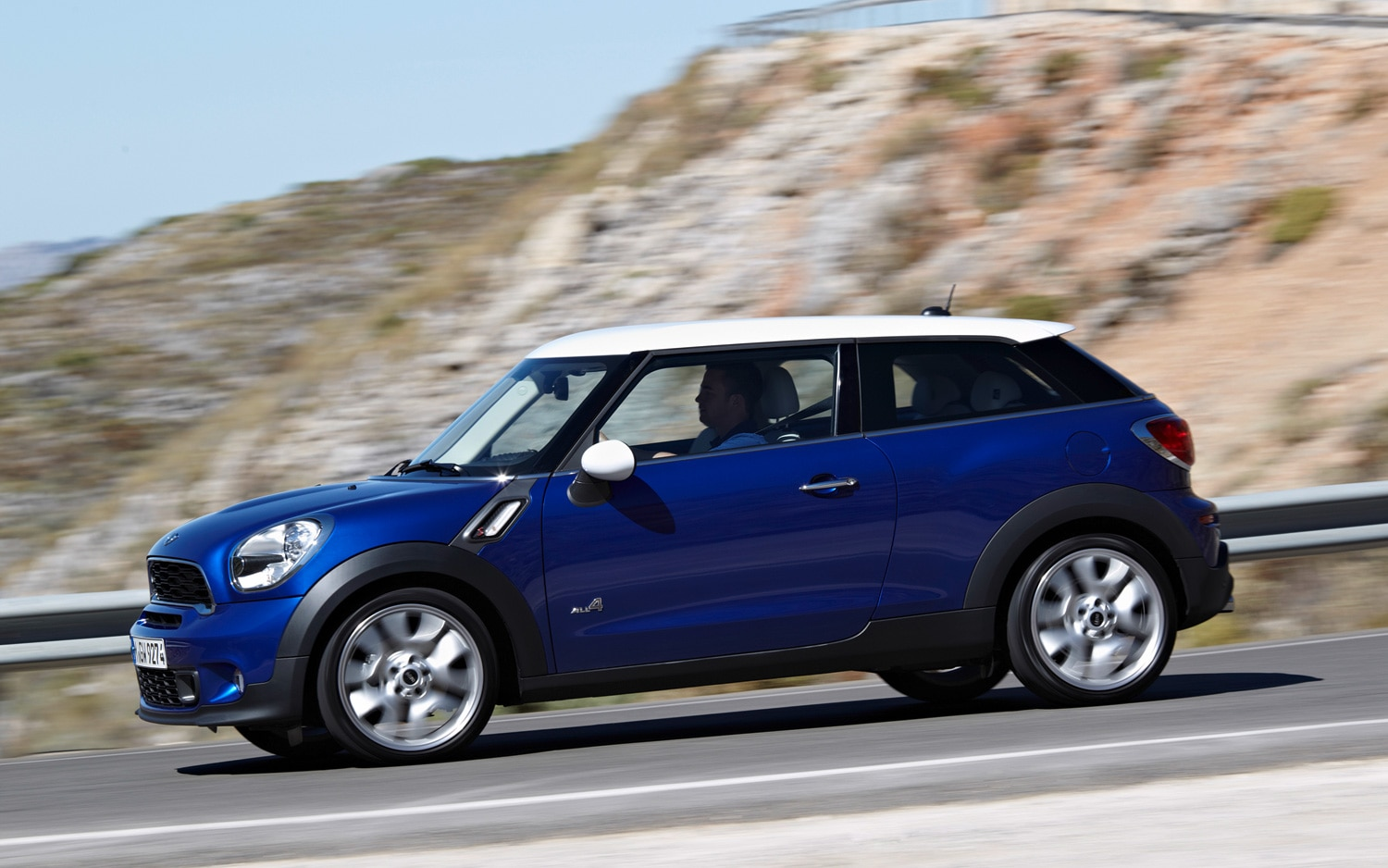 Mini Cooper Paceman Side In Motion1