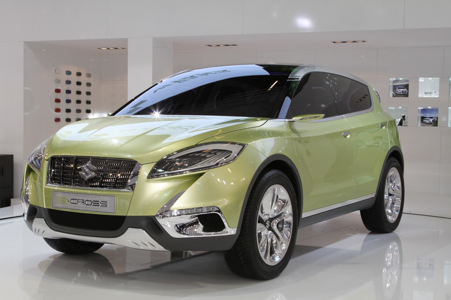 Suzuki S Cross Concept Front Three Quarter1