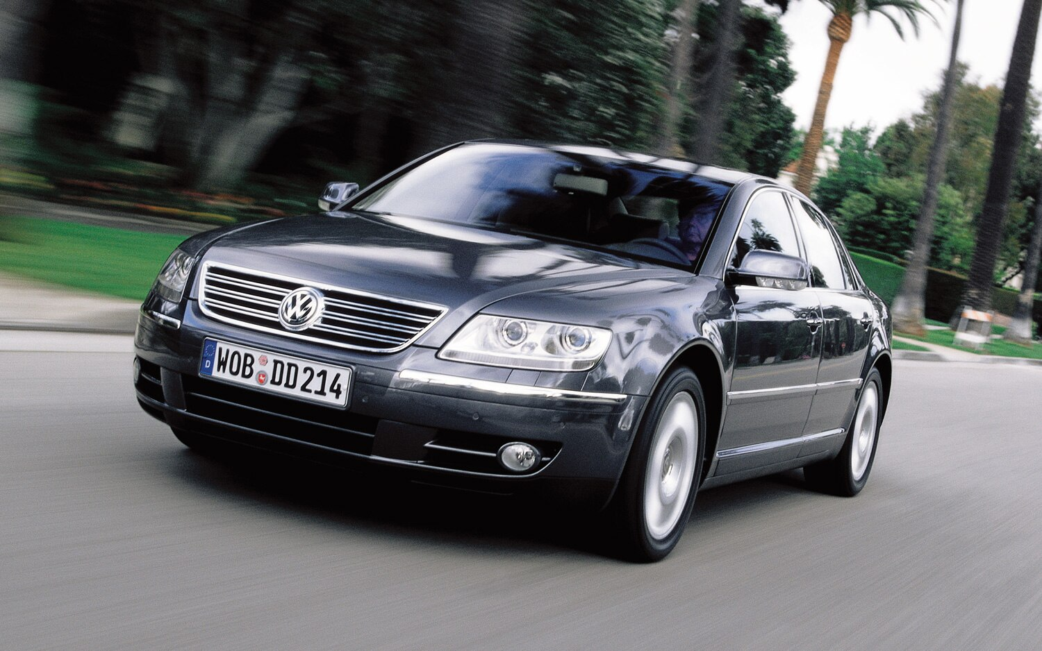Volkswagen Phaeton Front Three Quarter1