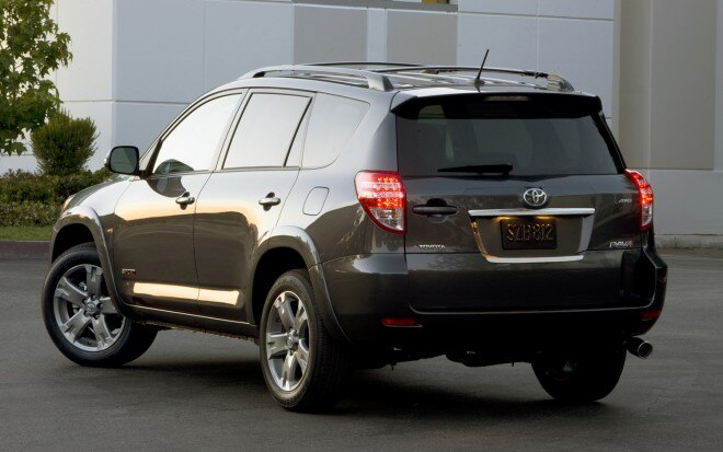 2009 Toyota Rav4 Rear Three Quarter31 660x413