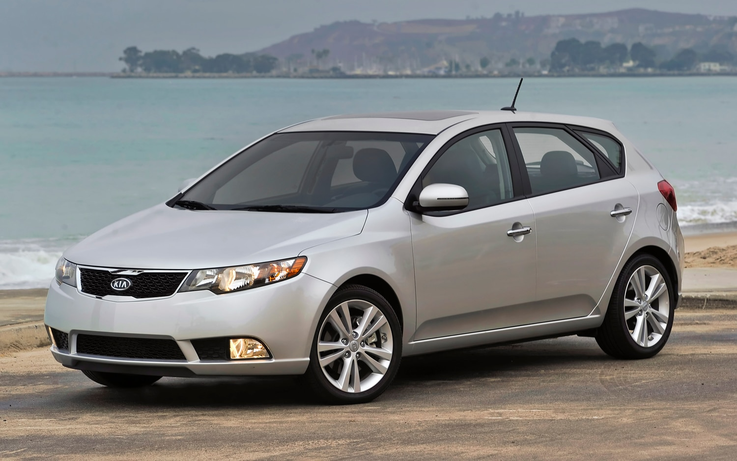 2012 Kia Forte Five Door Front Three Quarter1