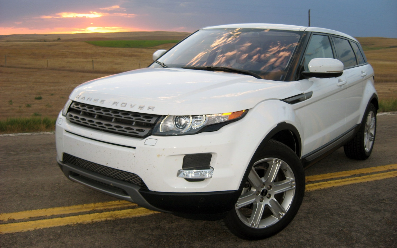 2012 Land Rover Range Rover Evoque Front Left Side View2