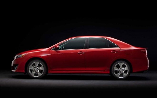 2012 Toyota Camry SE Left Side View1 660x413