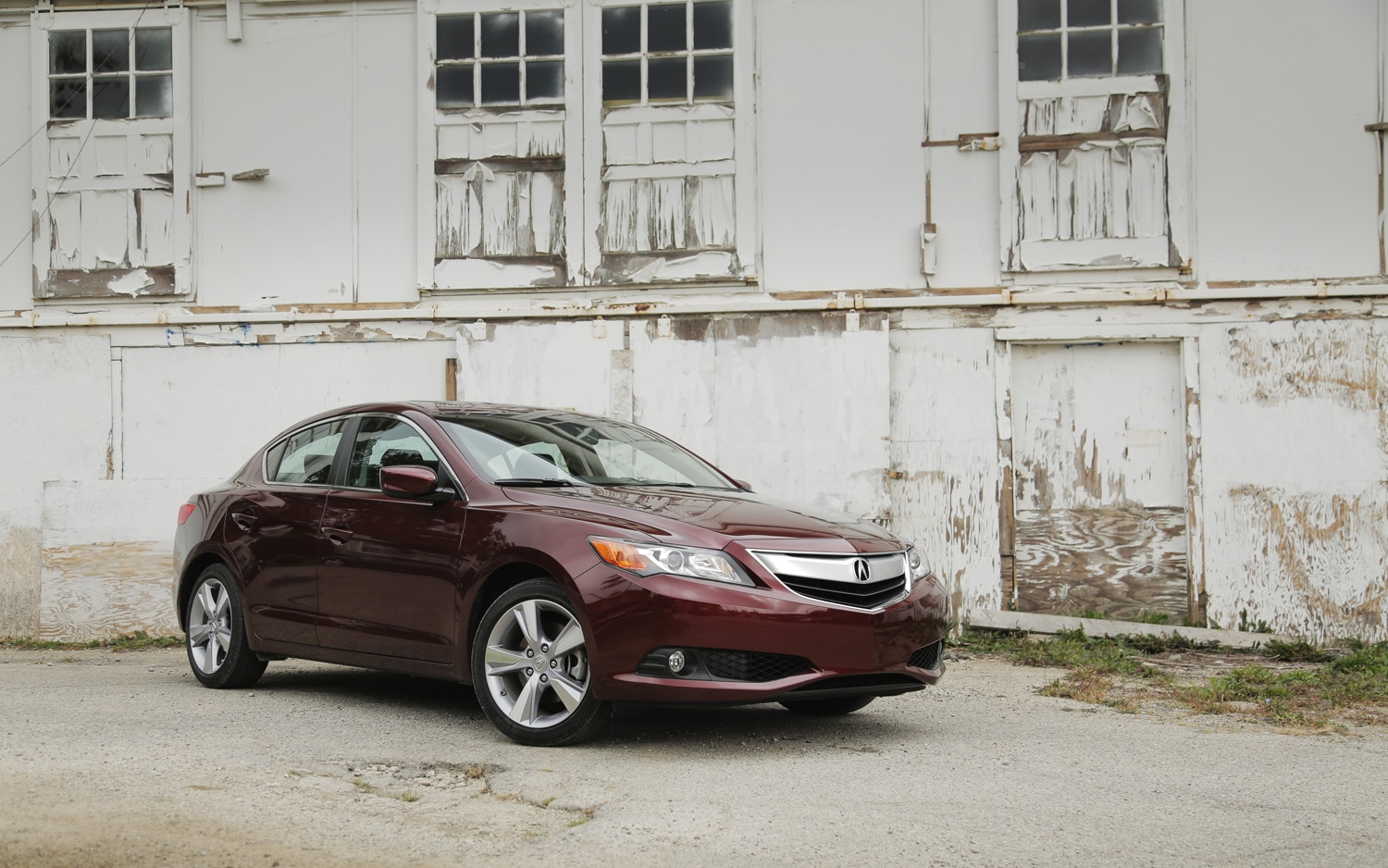 2013 Acura ILX Front Right View1