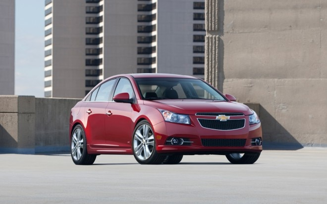 2013 Chevrolet Cruze Front Three Quarter1 660x413