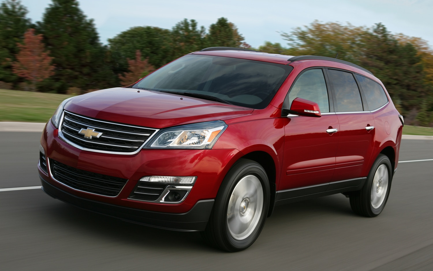 2013 Chevrolet Traverse Front View In Motion1