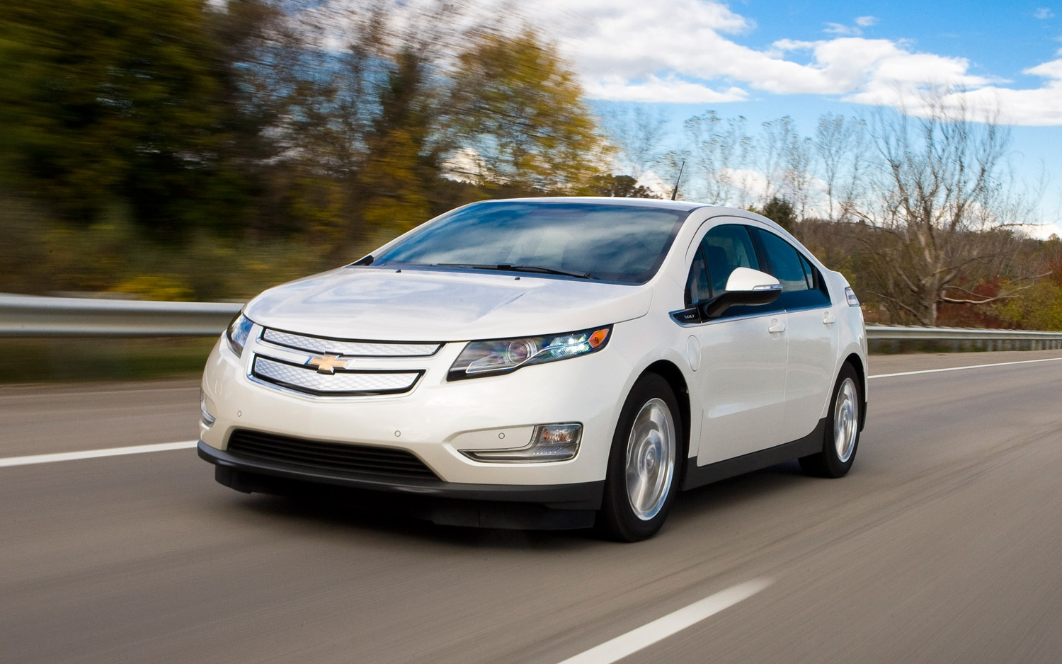 2013 Chevrolet Volt Front Three Quarter Motion1