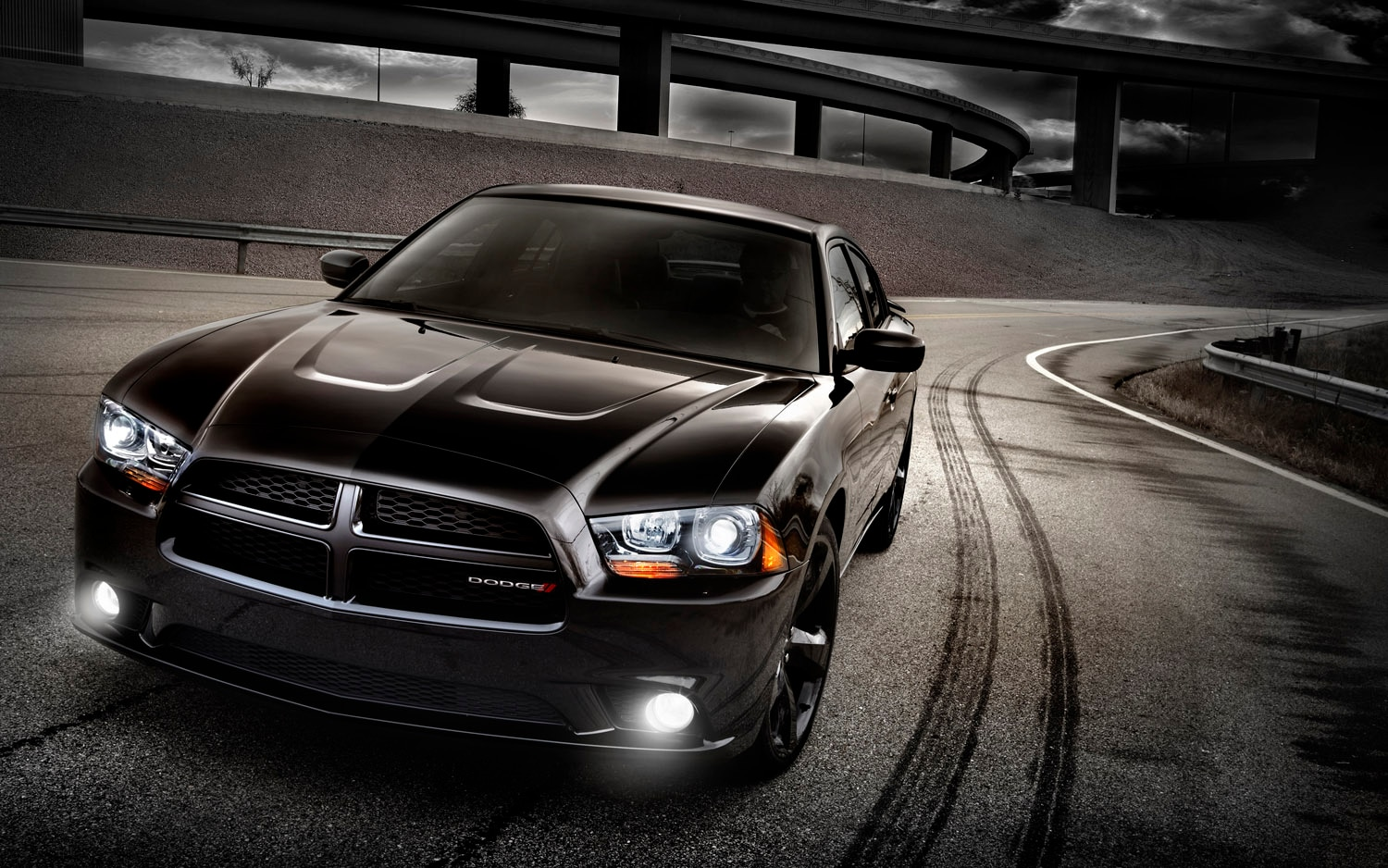 2013 Dodge Charger Front Three Quarter1
