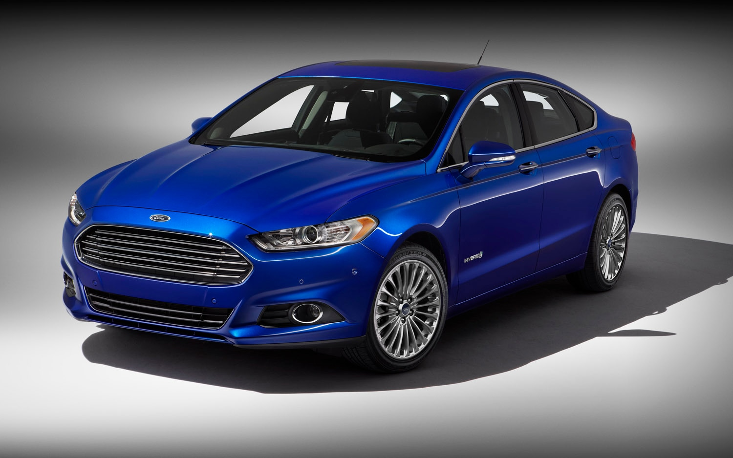 2013 Ford Fusion Hybrid Titanium Front Three Quarter1