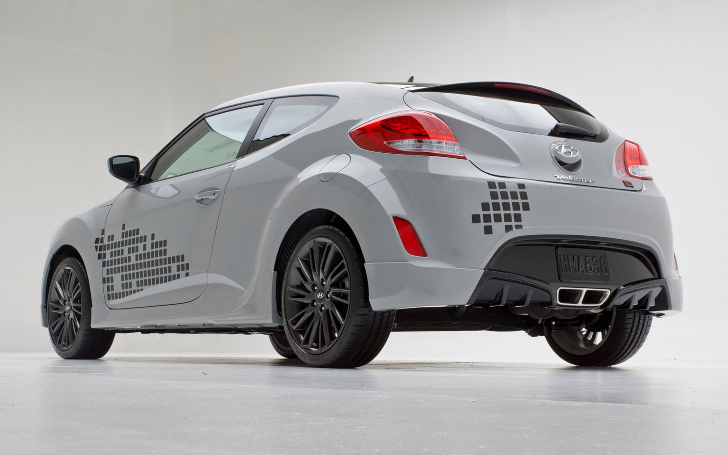 hyundai elevates show car to production status with 2013 veloster re mix edition. Black Bedroom Furniture Sets. Home Design Ideas