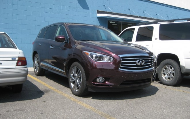 2013 Infiniti JX35 Front Right View1 660x413