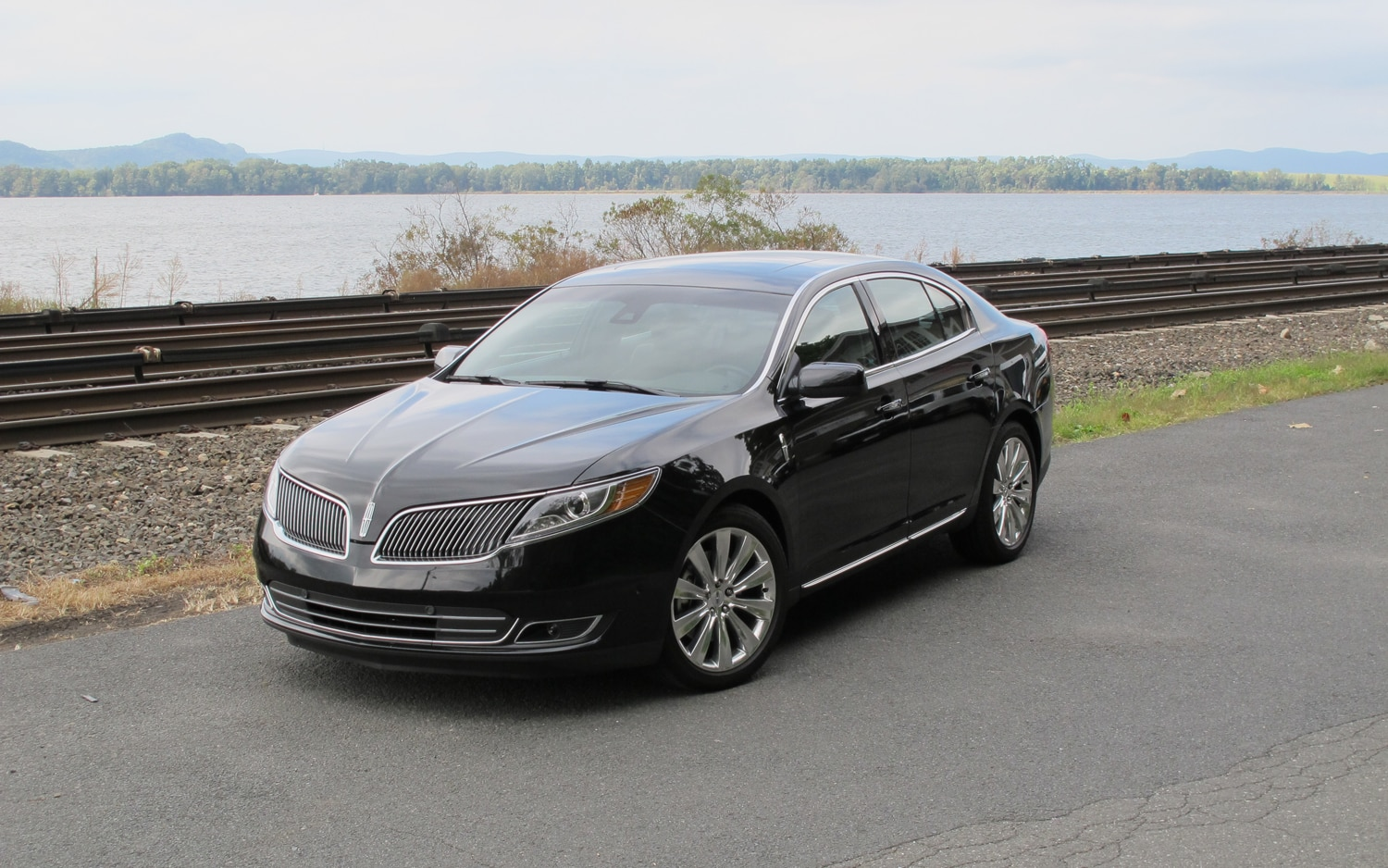 2013 Lincoln MKS Front Left View1
