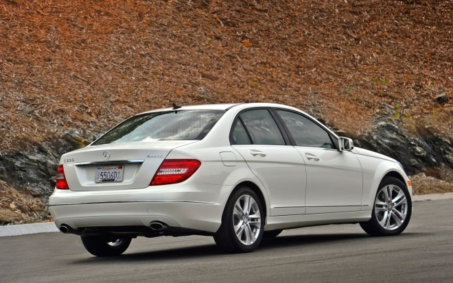 2013 Mercedes Benz C300 4Matic Right Rear1 660x413