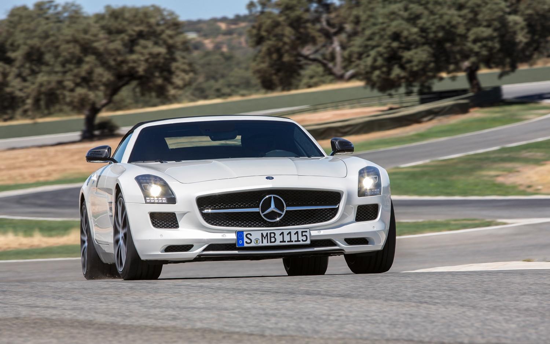 Mercedes benz shows off 2013 sls amg gt in new photos for 2013 mercedes benz sls