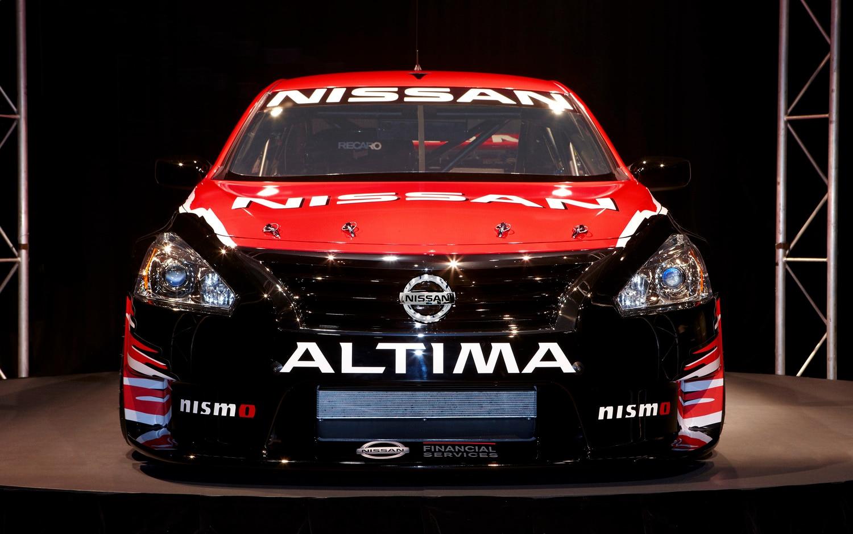 2013 Nissan Altima V 8 Supercar Front End On1