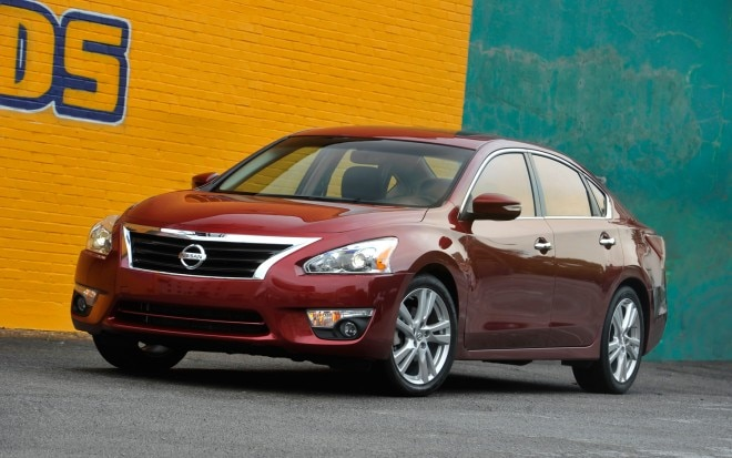 2013 Nissan Altima Front Three Quarter 21 660x413