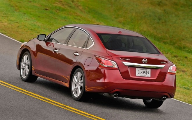 2013 Nissan Altima Left Rear Motion 21 660x413