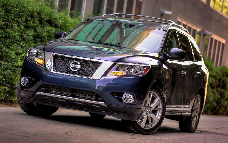 2013 Nissan Pathfinder Front Three Quarter Blue1