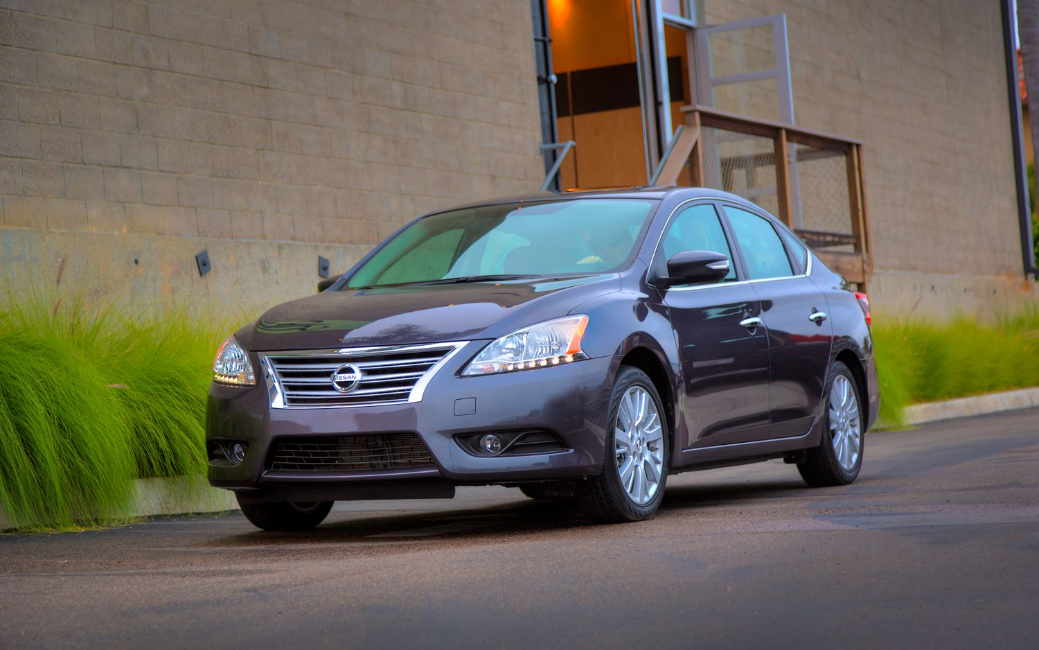 2013 Nissan Sentra Front Left View 21