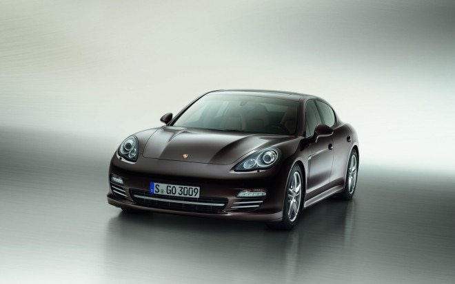 2013 Porsche Panamera Platinum Edition Front Three Quarter1 660x413