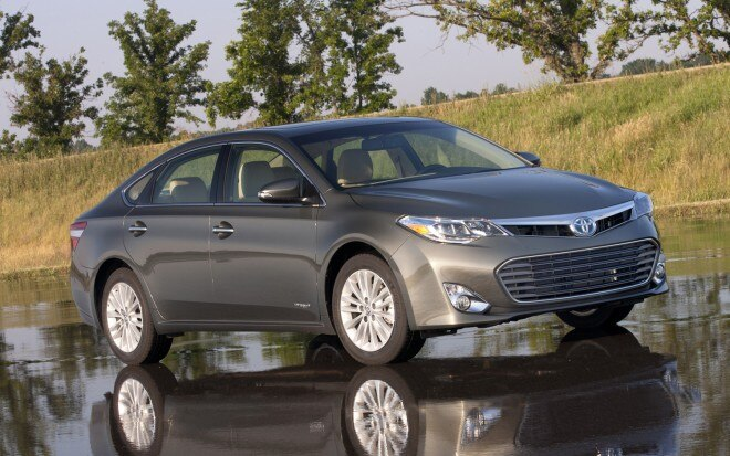2013 Toyota Avalon Hybrid Front Three Quarter 21 660x413