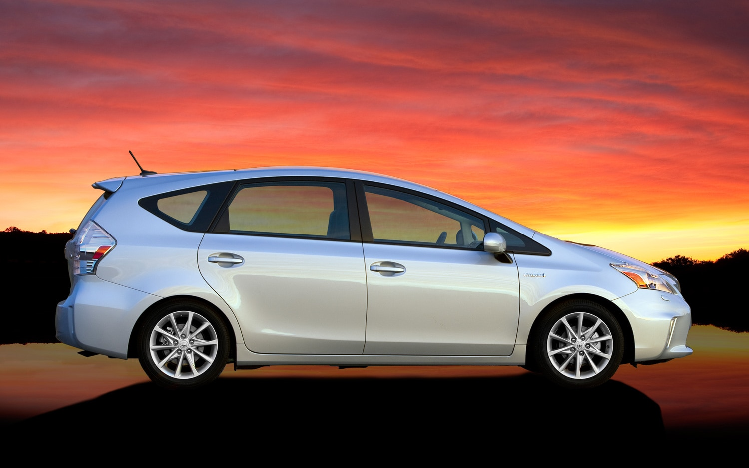 Toyota Launches Persona Series Special Edition For 2013 Prius