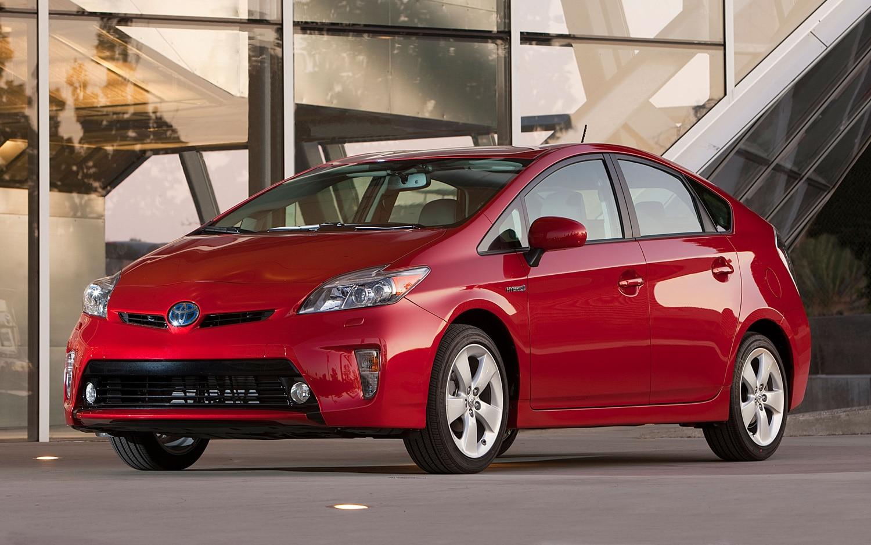 2013 Toyota Prius Front Three Quarter1