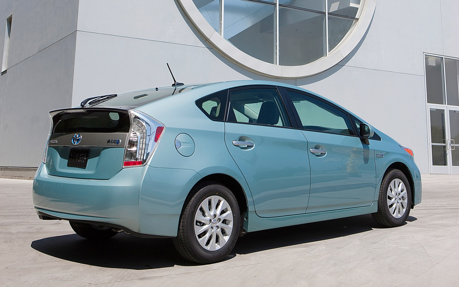toyota launches persona series special edition for 2013 prius. Black Bedroom Furniture Sets. Home Design Ideas