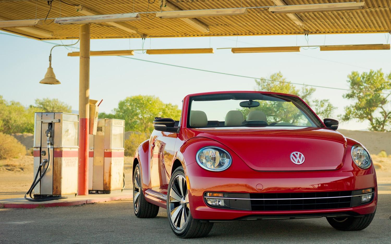 2013 Volkswagen Beetle Convertible Front1