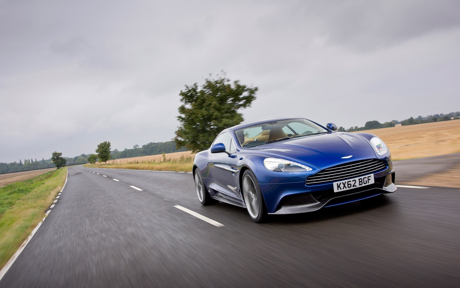 2014 Aston Martin Vanquish Front Right View1