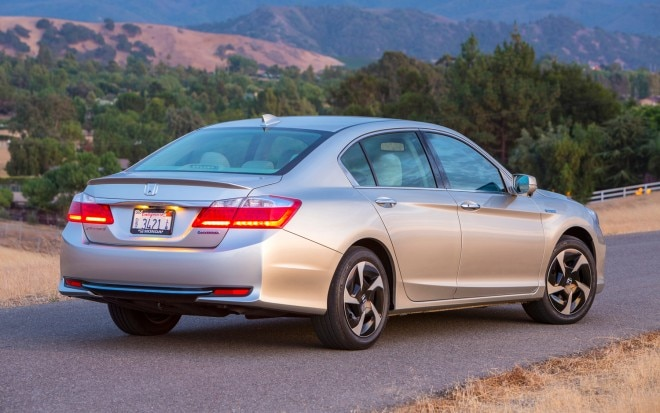 2014 Honda Accord PHEV Right Rear 111 660x413