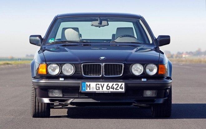 BMW 750il V12 E32 Front View1 660x413
