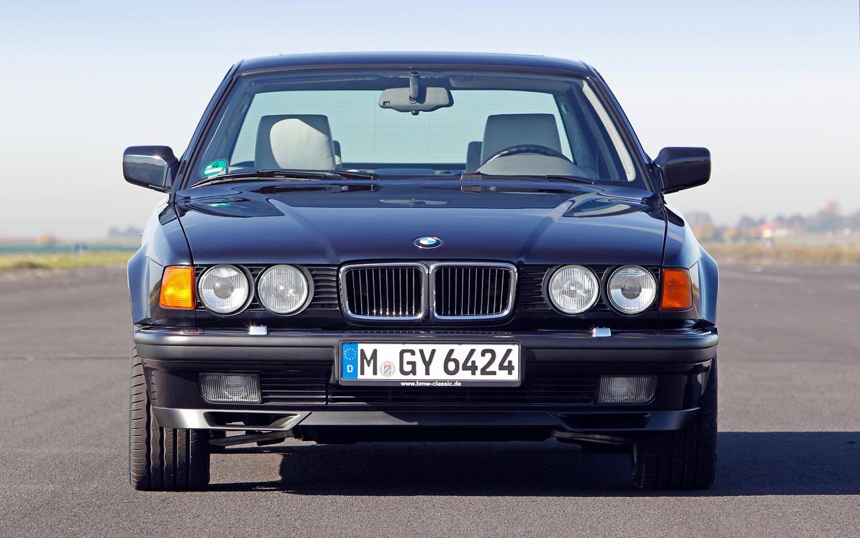 BMW 750il V12 E32 Front View1
