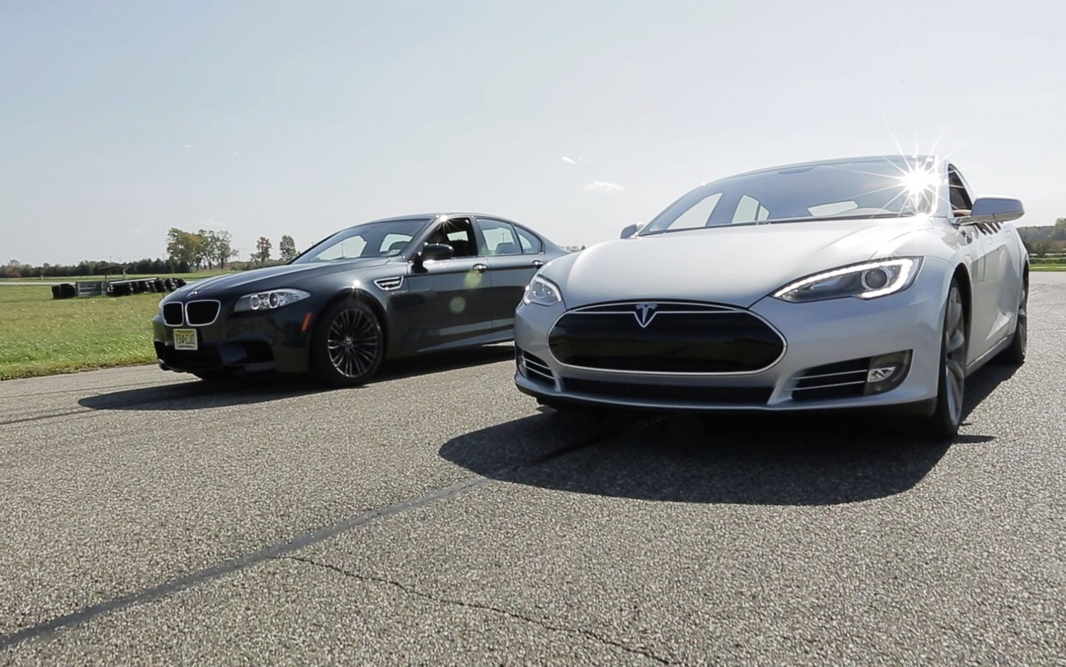 Tesla Model S Vs BMW M5 At Line1