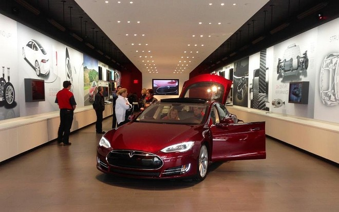 Tesla Store Chicago1 660x413