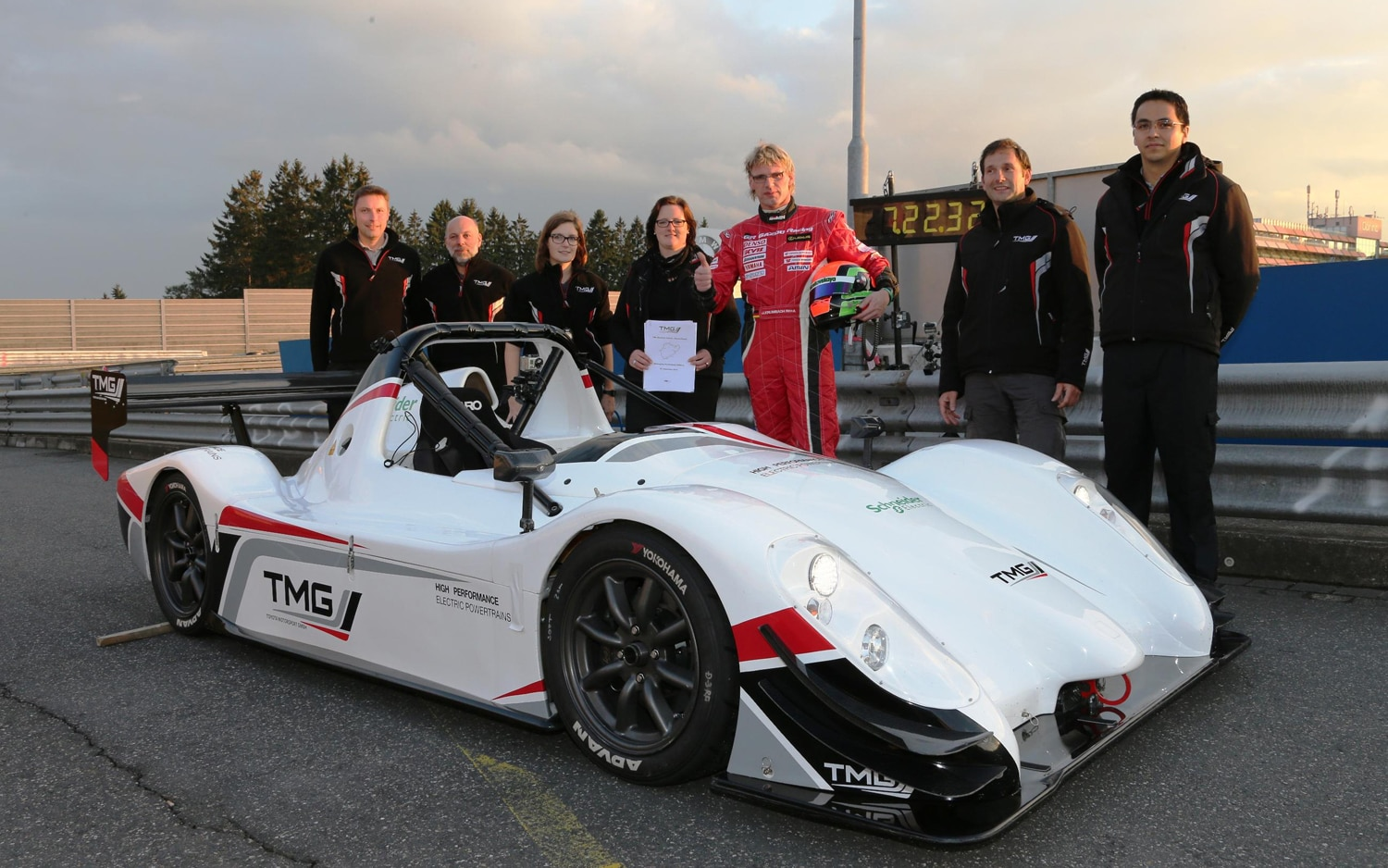 Toyota TMG EV P002 With Team1