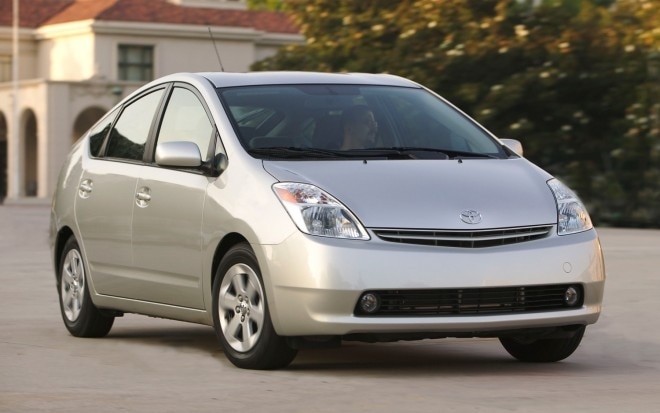 2004 Toyota Prius Front View1 660x413