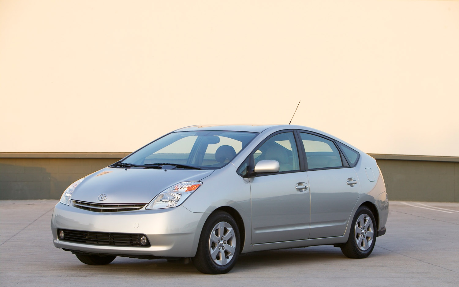 Report 2008 2010 Toyota Prius One Of The Least Stolen Cars