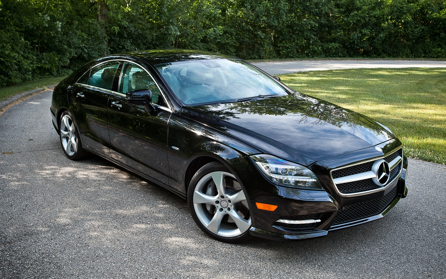 2012 Mercedes Benz CLS550 4MATIC Front Three Quarter2
