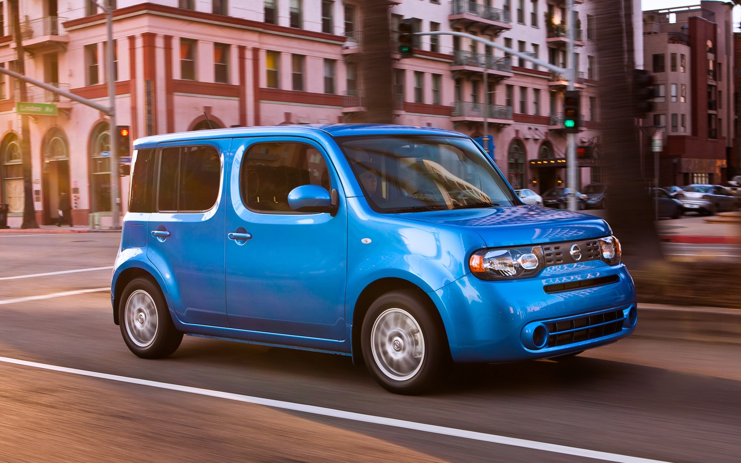 2012 Nissan Cube Front Three Quarter1