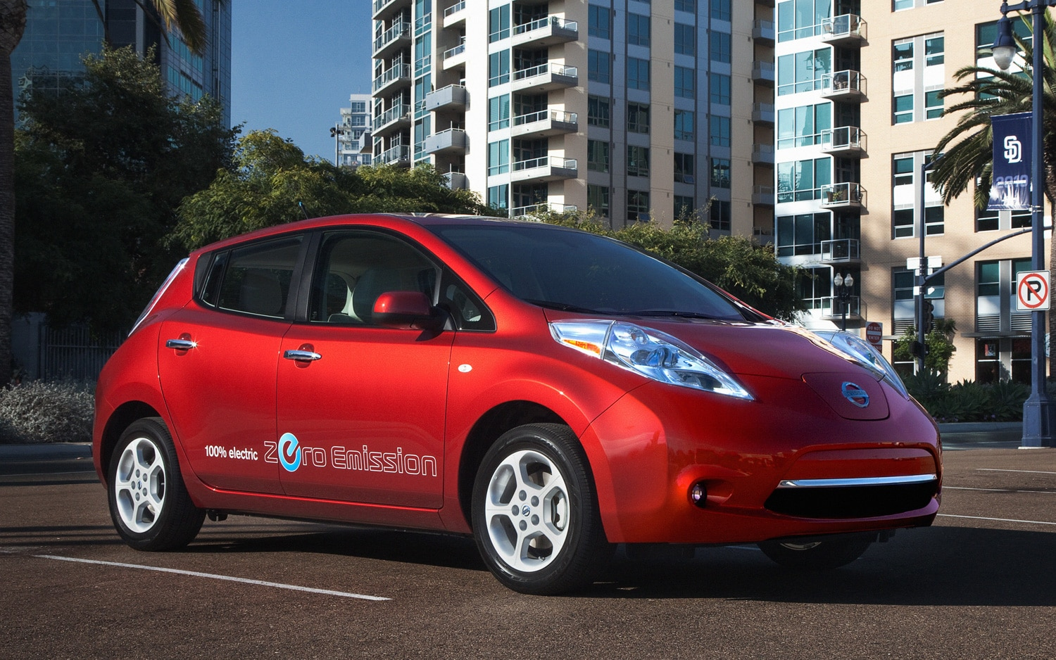 2012 Nissan Leaf Front Three Quarter Red1
