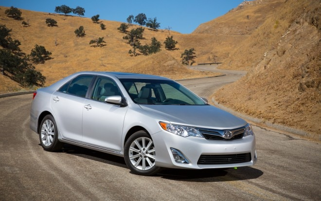 2012 Toyota Camry XLE Front Three Quarters 660x413