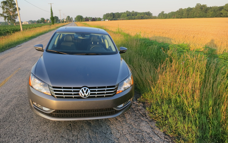 2012 Volkswagen Passat SE TDI Front View1