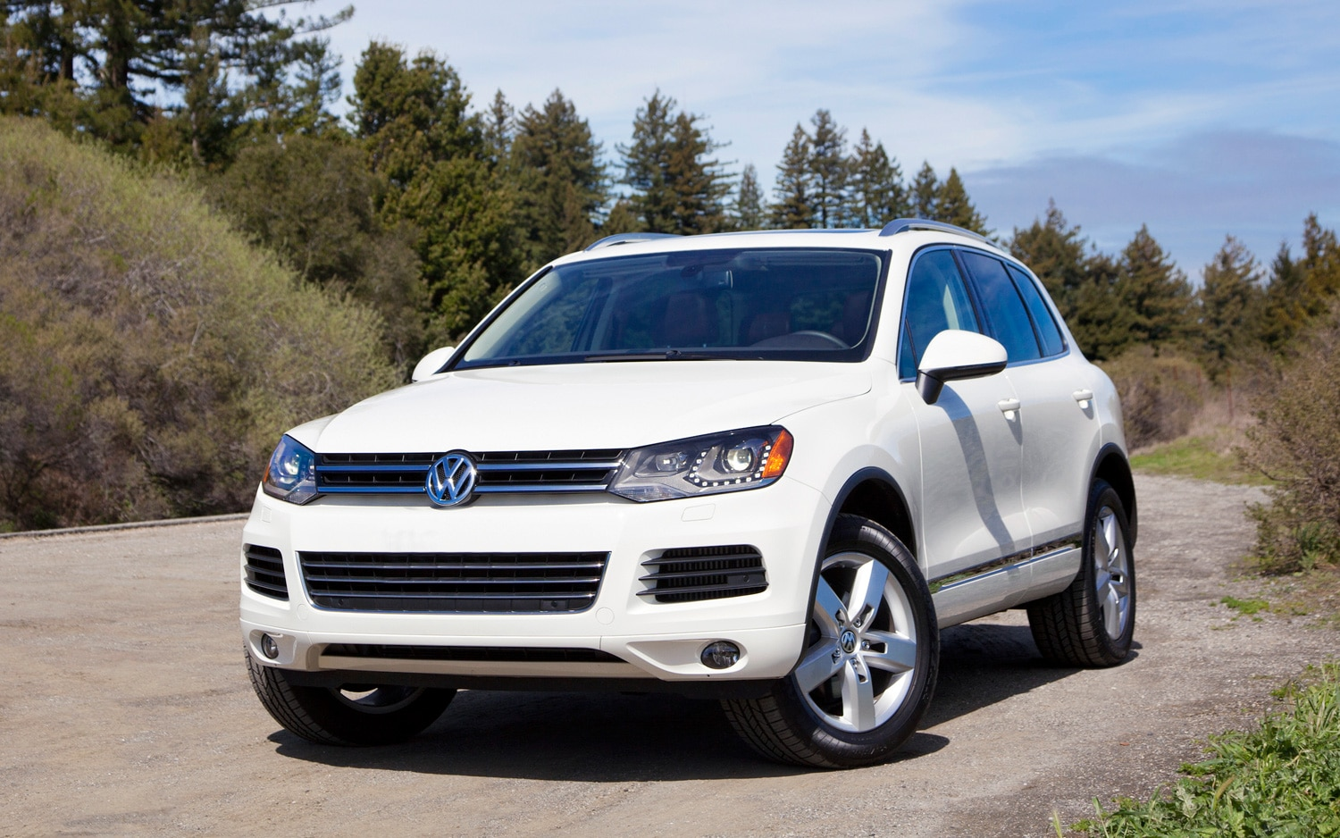 2012 Volkswagen Touareg Front Three Quarter 11