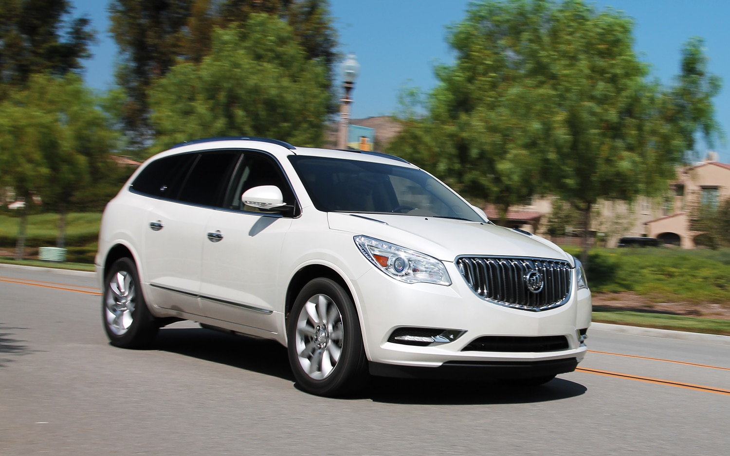 2013 Buick Enclave Front View 03