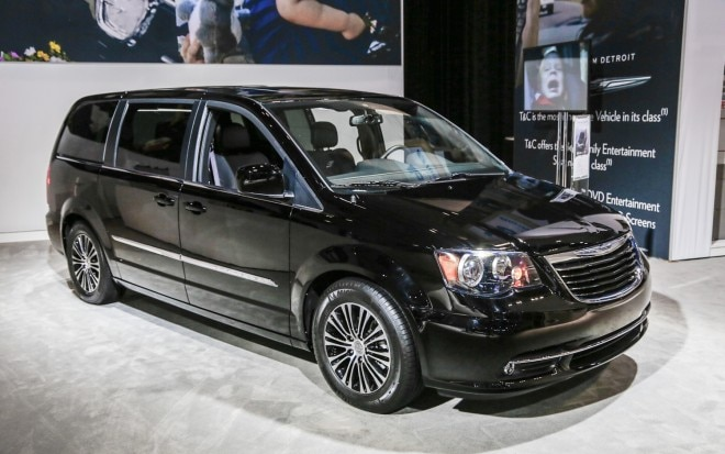2013 Chrysler Town And Country S Front Three Quarters1 660x413